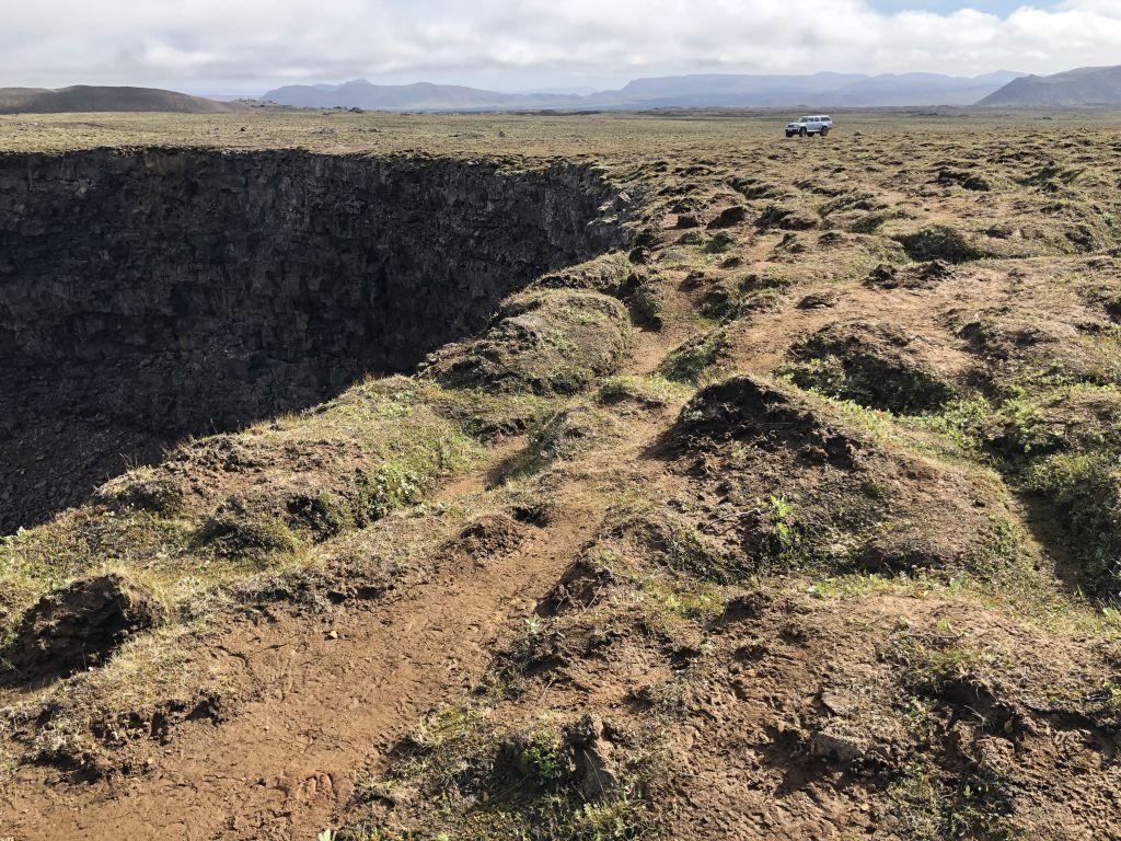 Við Litla-Víti á Þeistareykjabungu er álag á gróðri í kringum gíginn vegna umferðar gesta, gangandi og ríðandi.
